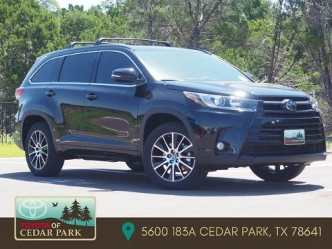 New 2017 Toyota Highlander SE With Navigation